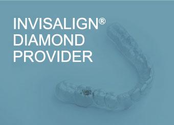Módulo compuesto por la imagen de un alineador y el texto Invisalign Diamond Provider, distinción otorgada a Ortodoncia Tres Torres Barcelona